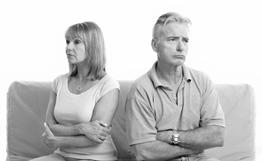 Abbildnis: zwei Ehepartner wenden sich voneinander ab